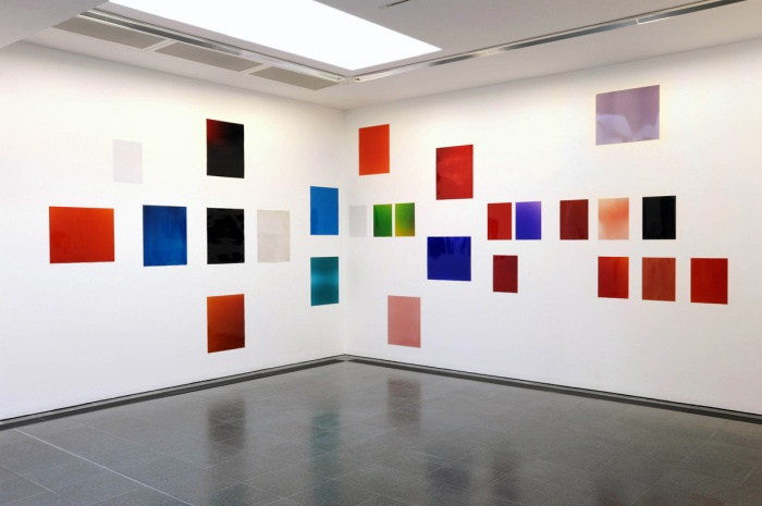wolfgang-tillmans-silver-installation-vii-installation-view-serpentine-gallery-london-photograph-gautier-de-blonde