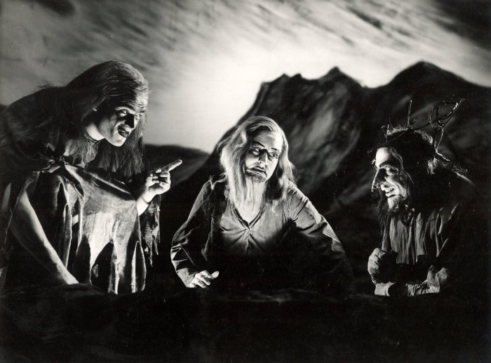 macbeth_-1946_-the-witches_1946_photo-by-angus-mcbean-_c_-rsc_129074.jpg
